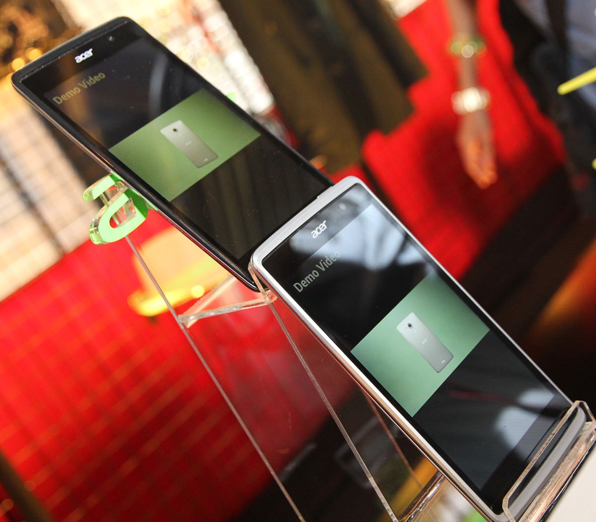 Acer launches 3 new phones - Liquid X1, Jade and Z500 11